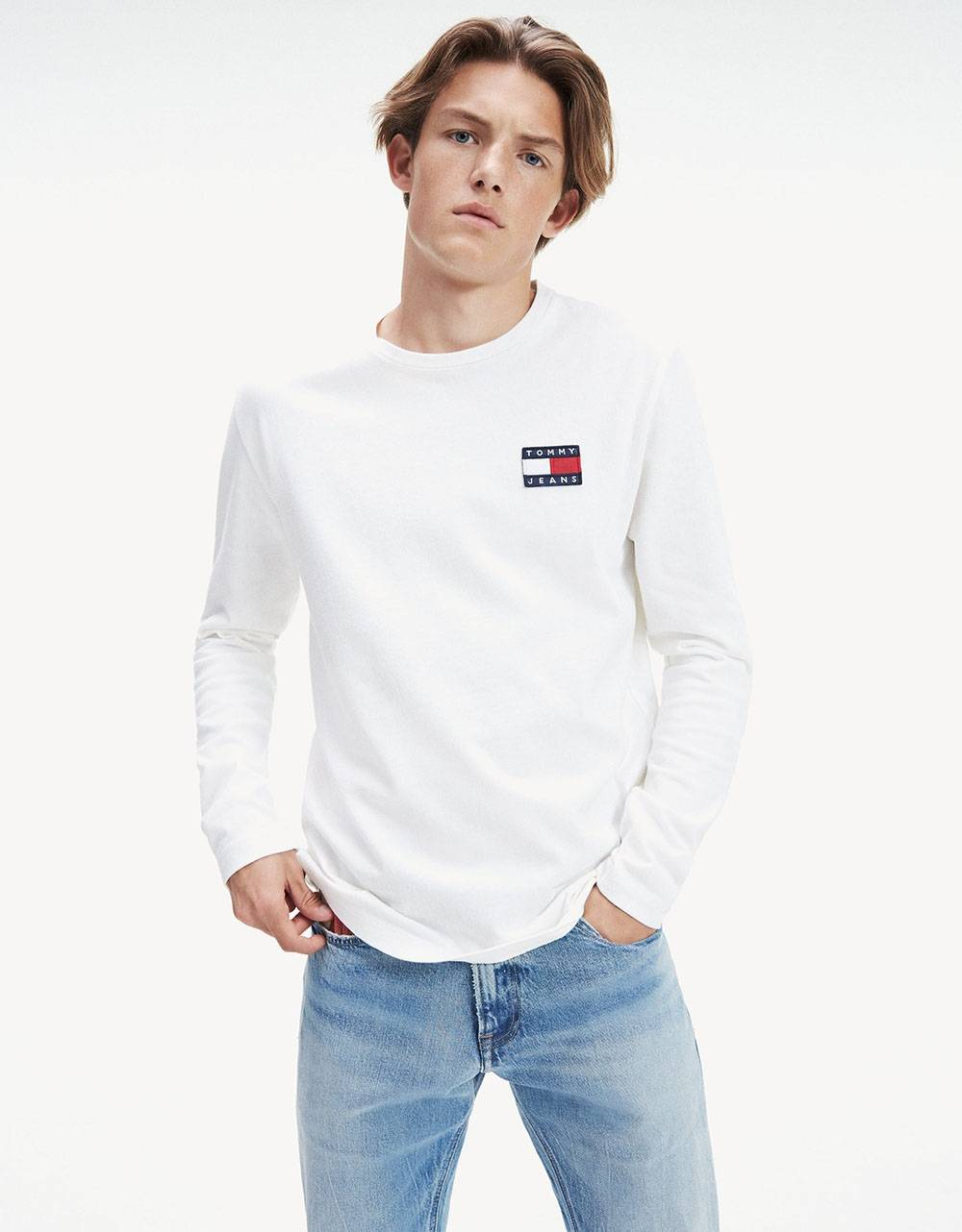Tommy Jeans Badge Longsleeve - White Tommy Jeans T-shirt 48,36 €
