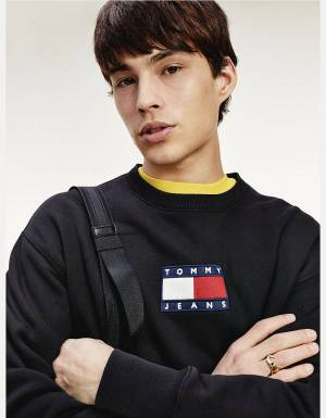 Tommy Jeans small flag crewneck sweater - black Tommy Jeans Sweater 125,00 €