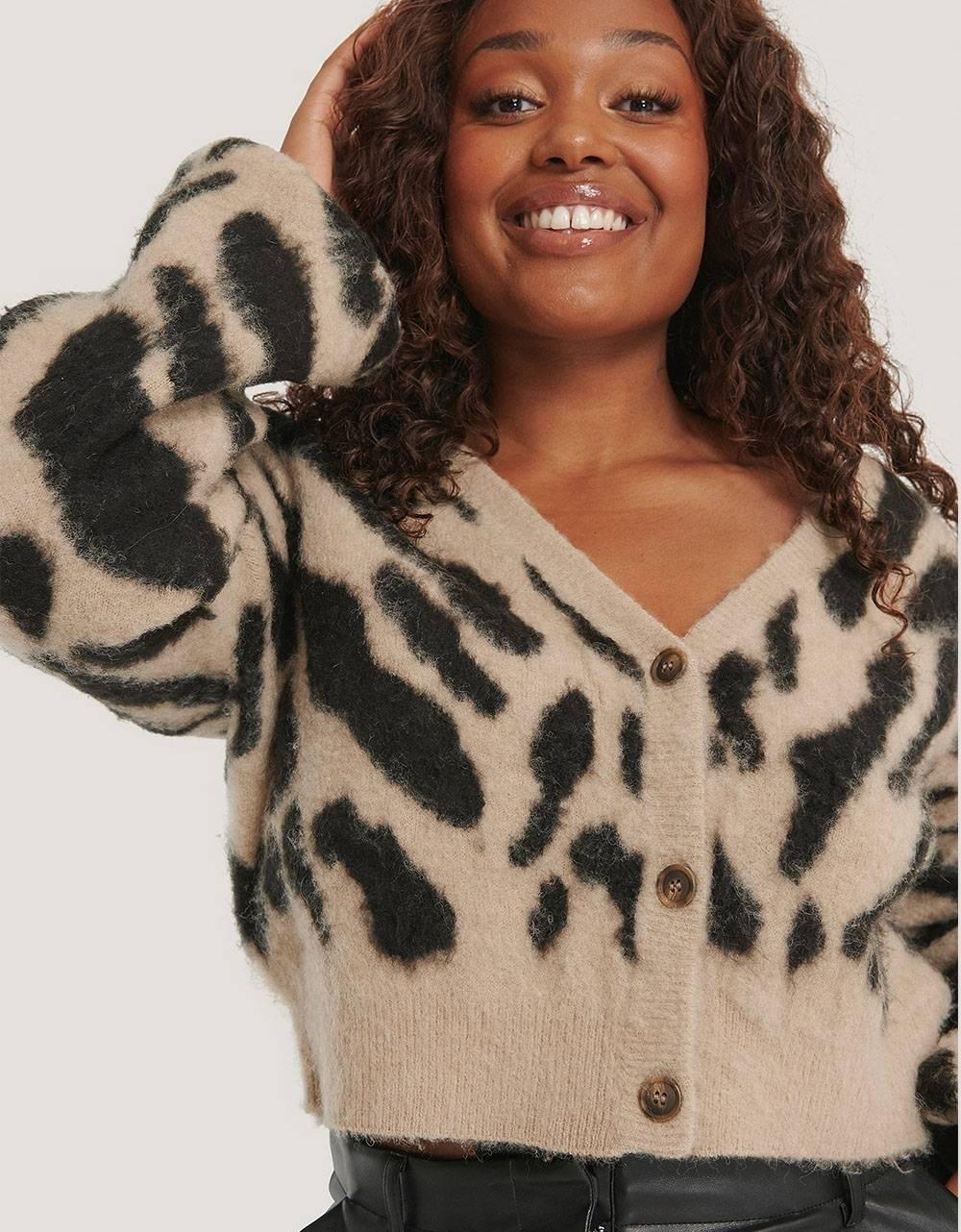 NA-KD brushed leo knitted cropped cardigan - beige/black NA-KD Knitwear 53,28€
