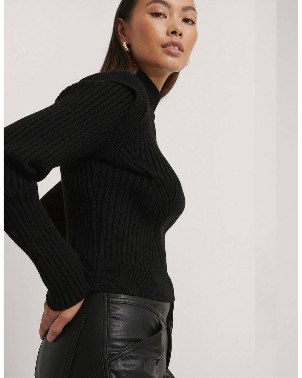 NA-KD Marked Shoulders Knitted Sweater - black NA-KD Sweater 53,28€