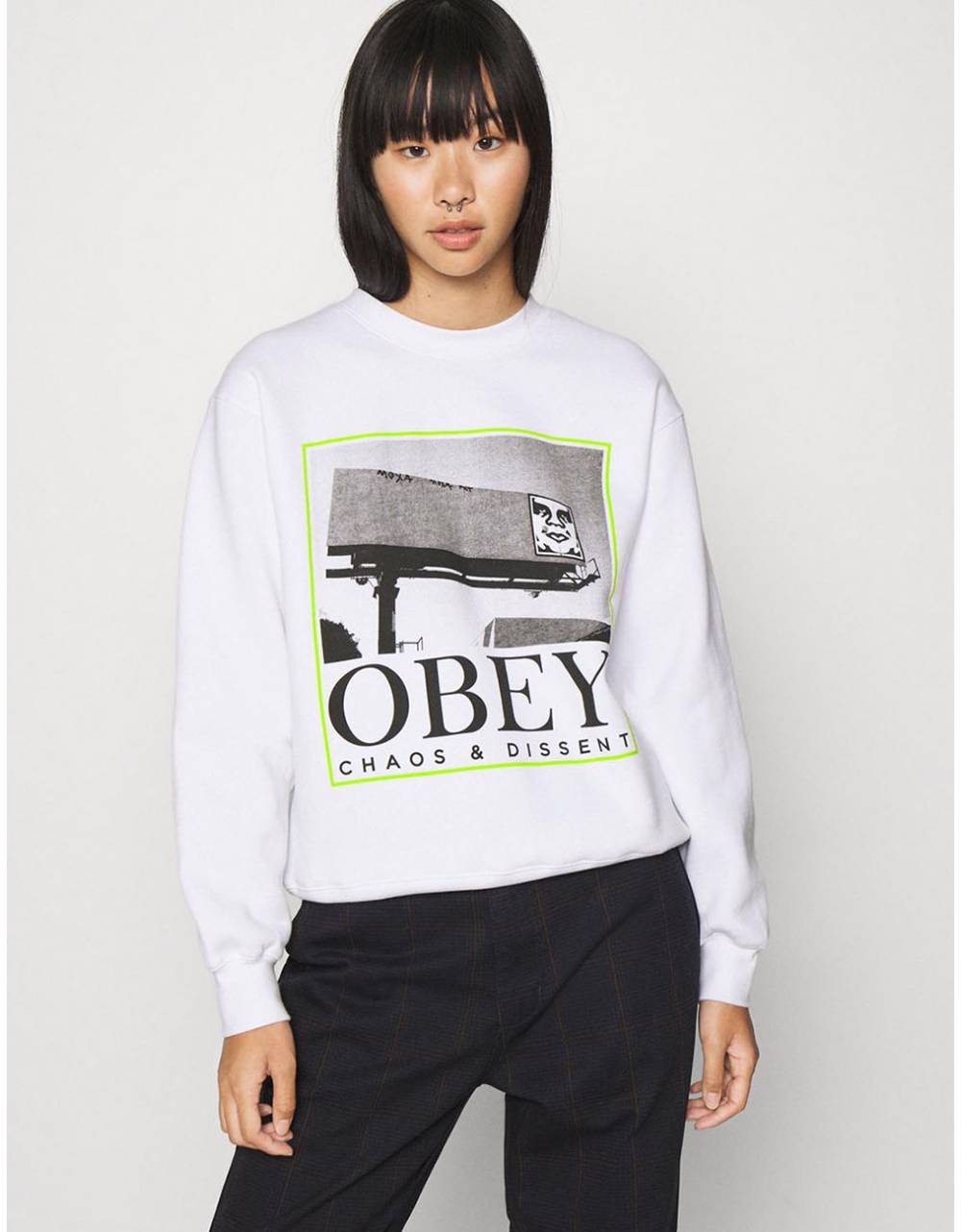Obey Woman chaos & dissent box fit crewneck sweater - white obey Sweater 81,15€